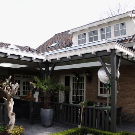 Houten veranda overkapping van terras woonhuis de vennekes timmerwerken heesch - Houten timmerwerk ...